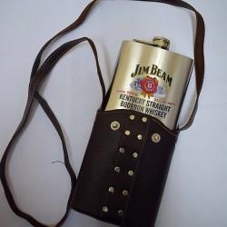 Метална бутилка за алкохол с кожена чанта